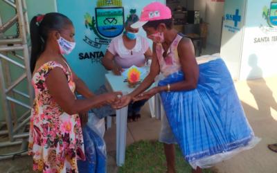 Secretaria de Assistência Social de Santa Terezinha distribui 400 cobertores doados pelo Programa Aconchego do Governo do Estado