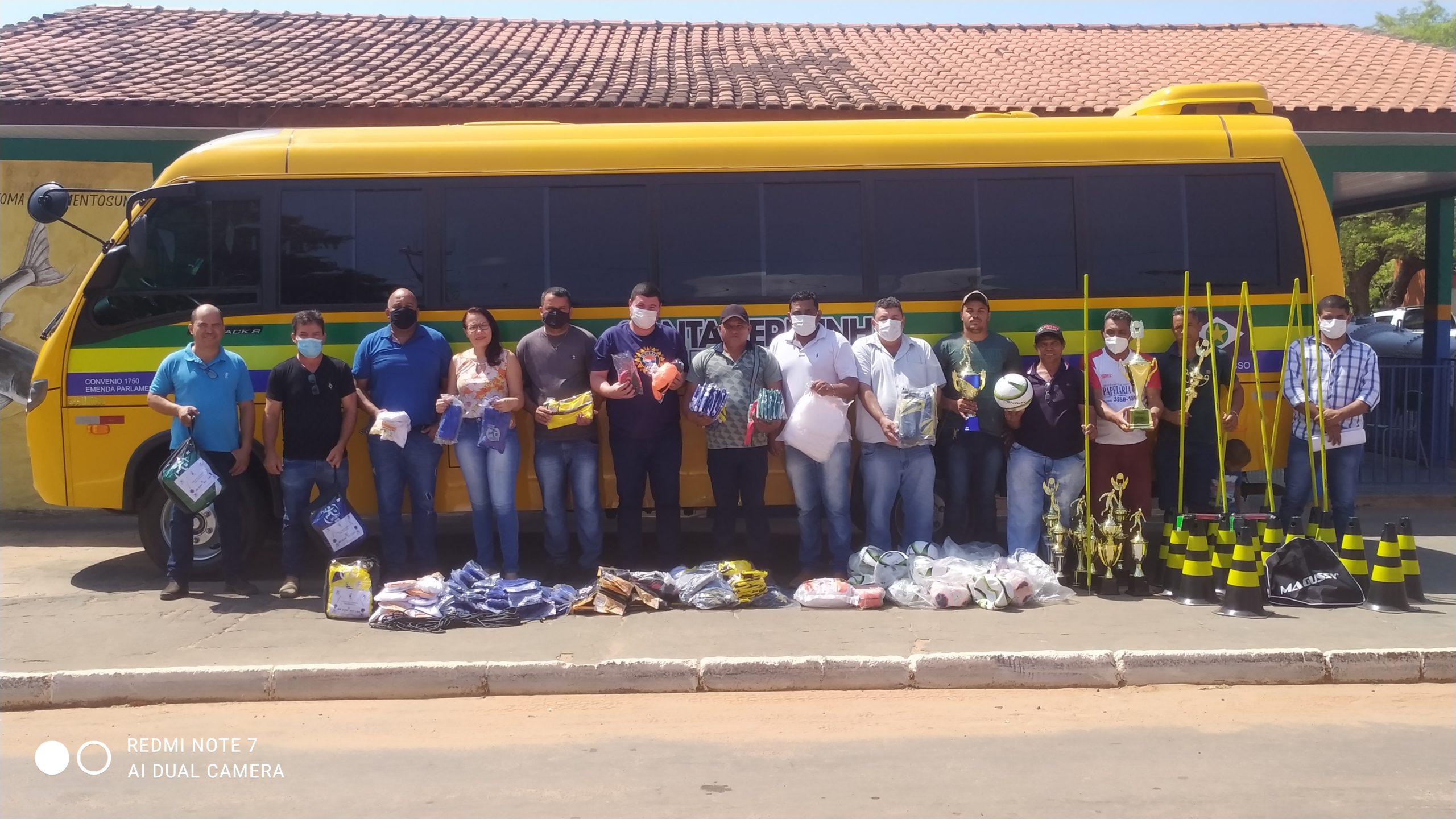 Micro-ônibus esporte de Santa Terezinha