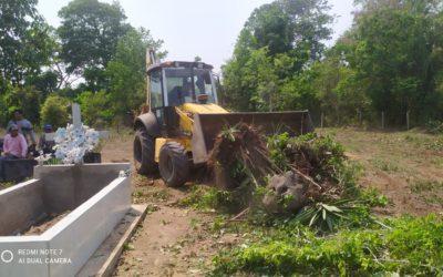 Prefeitura e comunidade do distrito de Antônio Rosa realizam mutirão de limpeza no cemitério local